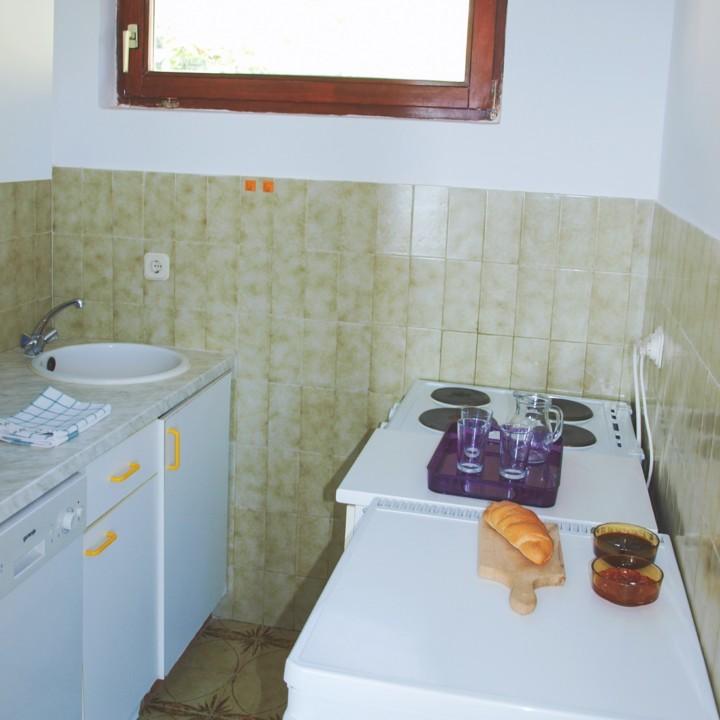 Apartment Arta Vela - kitchen - Apartments Mima Drage
