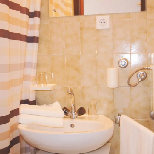 Apartment Arta Mala - bathroom - Apartments Mima Drage